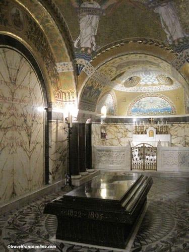 Pasteur Museum - Louis Pasteur's grave in the crypt