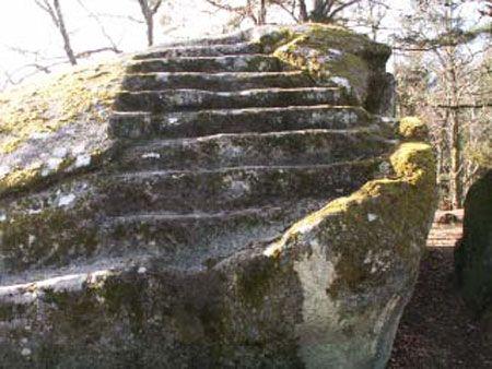 Pierre aux Neuf Gradins - The nine steps