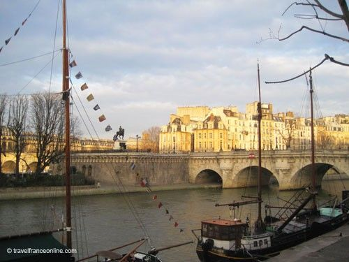 Pont-Neuf at sunset seen from downstream