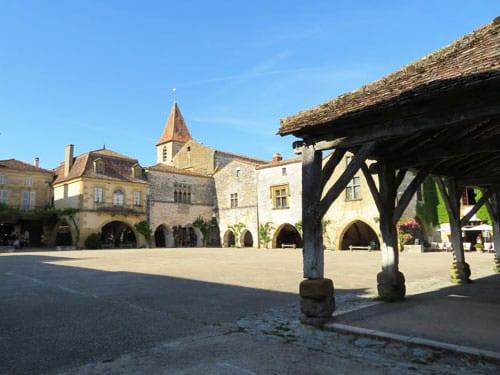 Place des Cornières and Halle in Monpazier