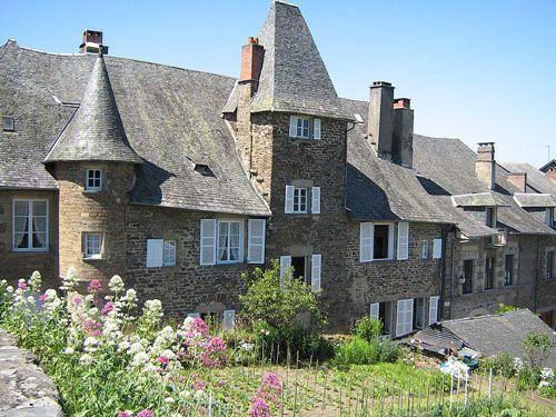 Maison de Tayac and its terraced garden in Uzerche