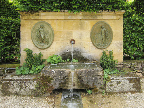 Chateau de Losse - Fontaine d'Apollon et de Venus