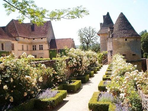 Chateau de Losse - Rose garden