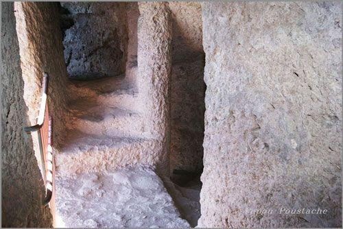 Grottes de Jonas - stairs
