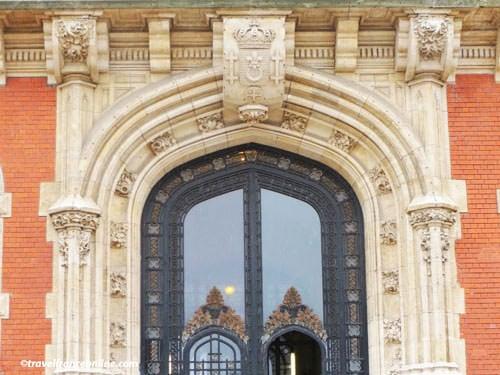 Calais city hall entrance