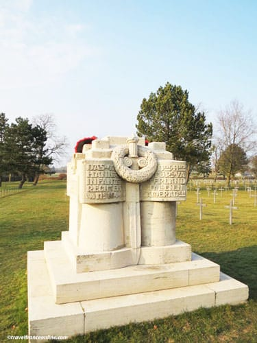 Neuville-Saint-Vaast German War Cemetery - Hanover Monument