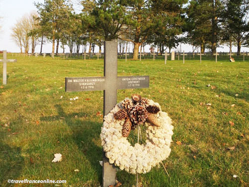 Neuville-Saint-Vaast German War Cemetery - Remembrance wreath
