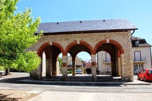 Covered market near Saint-Pierre of Assier Church