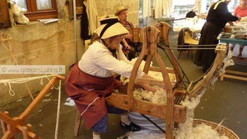 Fete des Paniers de Montsalvy - the wool-spinner