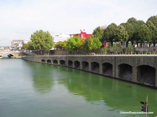 Canal de l'Ourcq beyond the Bassin de la Villette