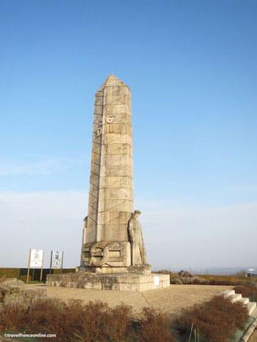 Monument des Basques - Chemin des Dames - Obelisk with Basque man looking towards his native land