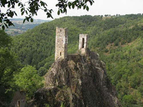 Vestiges of the castle of Peyrusse-le-Roc
