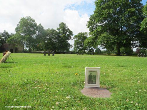 Wilhelm Lubrich's grave and photo