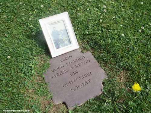Wilhelm Lubrich's tombstone with the photo