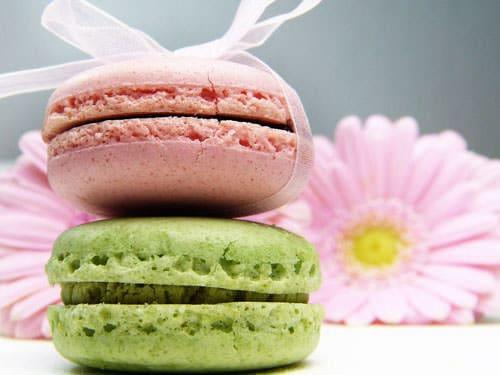 The Macarons de Paris differ from the Macarons de Saint-Emilion