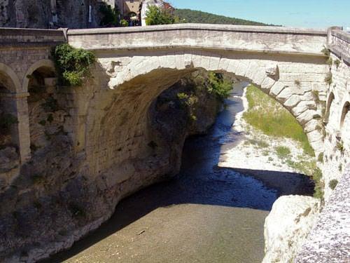 Roman bridge spanning the Ouvèze in Vaison-la-Romaine