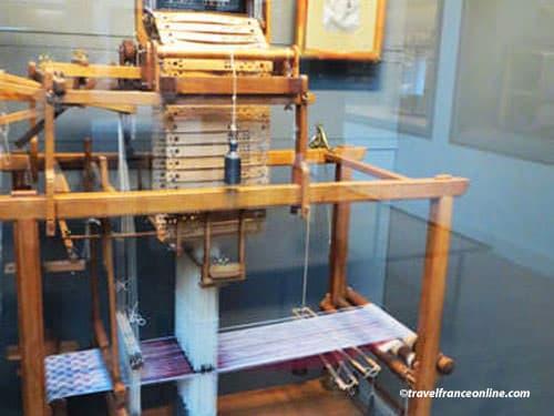 Jacquard loom used by Lyon canuts