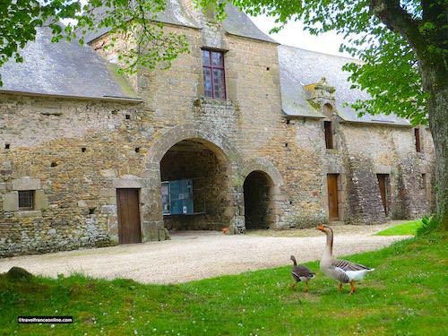 Chateau de Gratot - Communs and entrance gatehouse