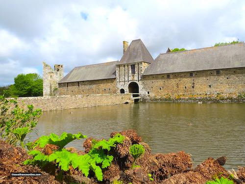 Chateau de Gratot -Tour Ouest, commons and entrance gatehouse overlooking the moats