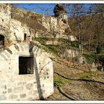 Les Grottes de Perrier - Well, dwellings and Tour de Maurifet