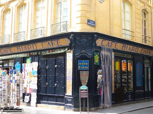 Café Biard shop window in Rue Montorgueil