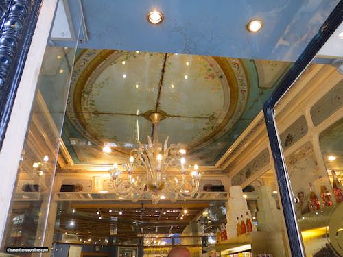 Rue Montorgueil - Patisserie Stohrer interior decor