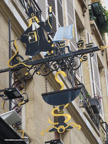 Pharmacy sign in Rue Montorgueil