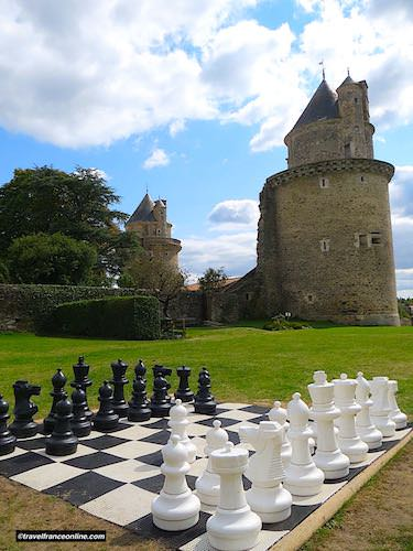 Castle of Apremont seen from the park