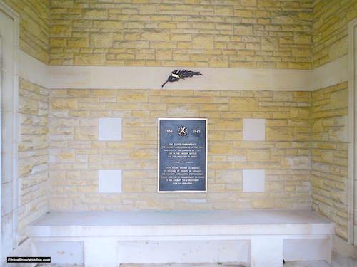 Beny-sur-mer Canadian war cemetery - Cameron Highlanders of Ottawa Regiment commemorative slab
