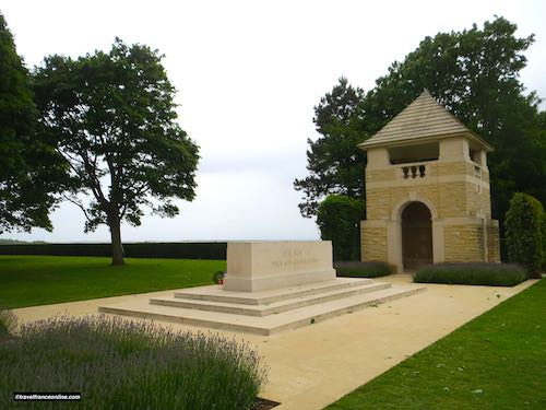 Beny-sur-mer Canadian war cemetery - Stone of Remembrance and left-hand pavilion-shelterBeny-sur-mer Canadian war cemetery - Stone of Remembrance and left-hand pavilion-shelter