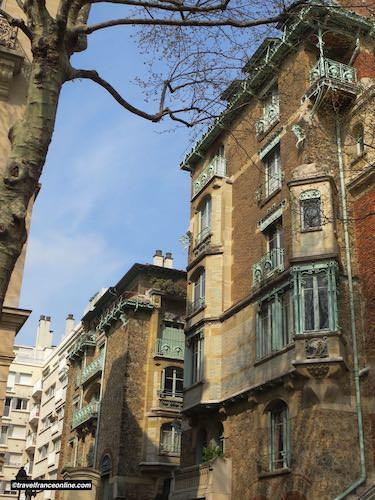 Castel Beranger - Turrets and ironwork on facade