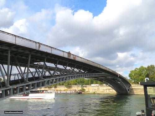 Passerelle Leopold-Sedar-Senghor with the Tuileries in the background