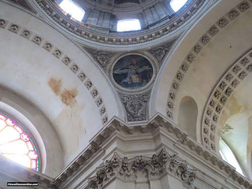 Sorbonne Chapel - one of the 4 medallions