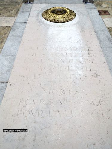 Commemorative slab dedicated to the Sorbonne masters and students