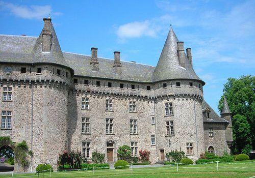 Chateau de Pompadour - Facade overlooking the studs farm