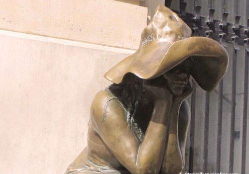 Sous le Chapeau - sculpture in front Hungarian Institute
